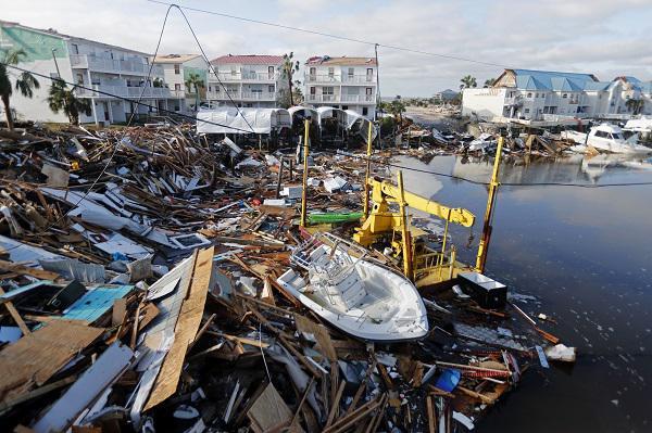 """飓风""""迈克尔""""登陆美佛州致7死 美空军基地受重创"""