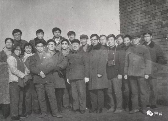 当时去上海实习的同学合影。受访者供图