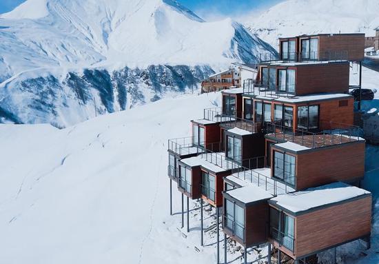极简主义:海拔2200米以上的集装箱酒店_网易新闻