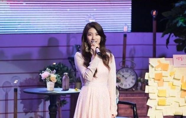 秀智趁男友李敏镐当兵 与朋友粉丝欢度23岁生日