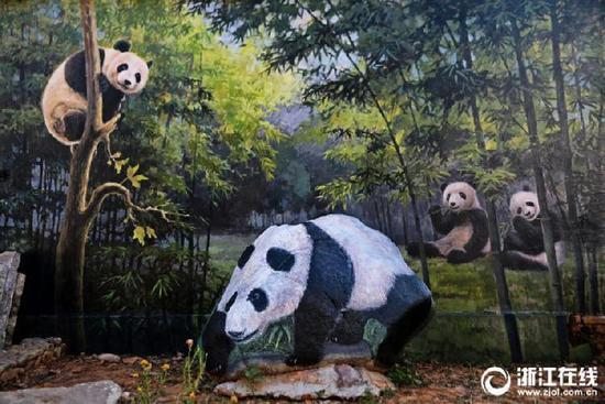 """古村变身""""动物园"""":景观石上3D彩绘动物"""