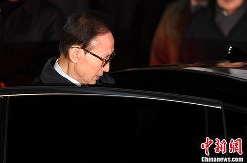 韩国前总统李明博被判15年 8日决定是否上诉