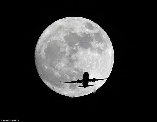 超级月亮的背后秘密:月球距离地球越来越远