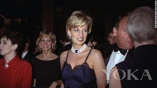 戴安娜王妃现身1996年Met Gala