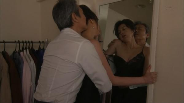 藤原纪香和62岁升毅也有激情戏