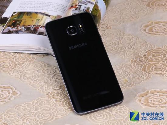 图为:三星GALAXY S7 Edge(G9350/全网通) 编辑点评:三星Galaxy S7 Edge的曲面屏设计可谓美到极致,更加圆润的机身线条也让不少机友更加心动。性能上多处升级,搭载骁龙820处理器,性能爆表;更加出色的1200万像素镜头并还有IP68级防水功能的,整机功能全面,性能强劲。 三星 GALAXY S7 Edge(G9350/全网通) [市场价格]4560元 [推荐商家]威通手机网 [店铺链接]http://www.