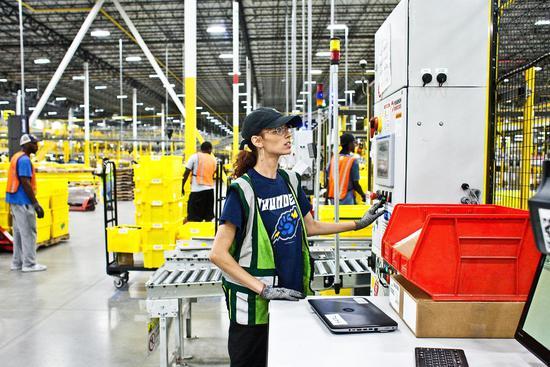 亚马逊走在自动化前沿 被替代员工也找到新角色