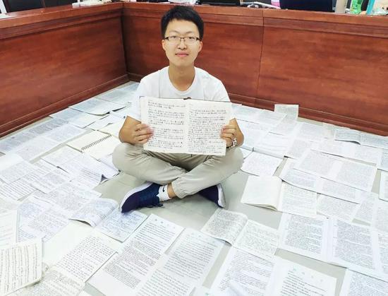 手抄上百页繁体字 高校教师布置特殊作业引争议
