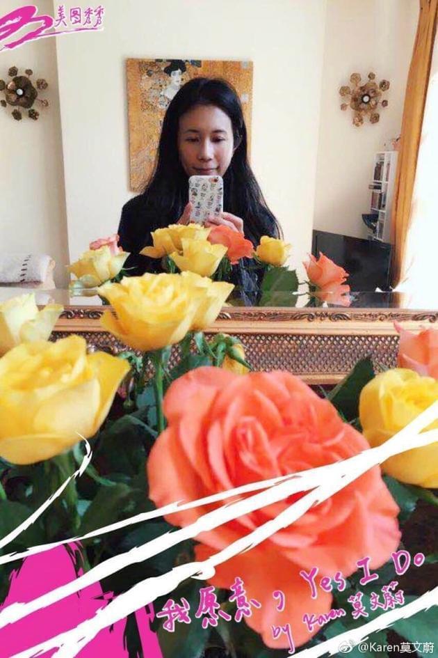 莫文蔚收老公鲜花 素颜自拍满脸幸福