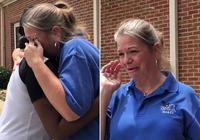 美国一位老师数年乘公交车上下班 学生家长送汽车
