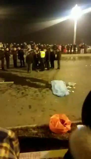 成都一劳斯莱斯撞死两名路人 是否酒驾仍在检测