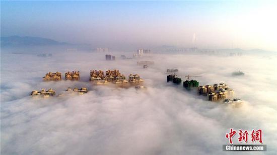 湖北荆门现平流雾奇观
