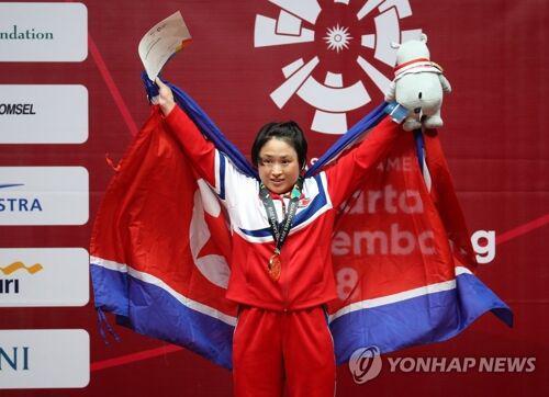 朝鲜雅加达亚运首金诞生 女举48公斤级李成今夺冠