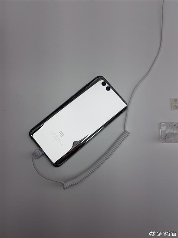 小米6亮银版真机:能当镜子照的照片 - 4