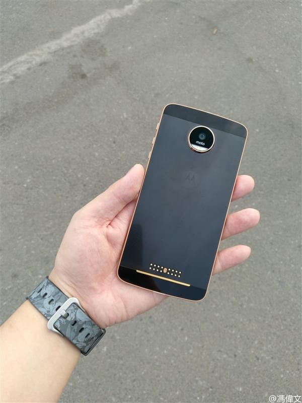 联想Moto Z清晰谍照:黑金配色的照片