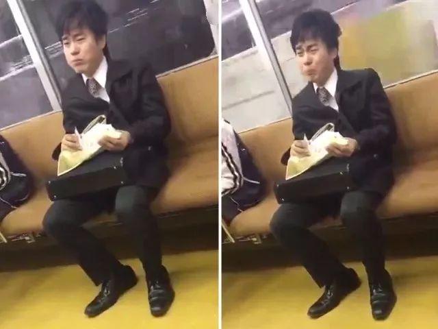 日本地铁上一位通勤族吃着早饭,悲从中来