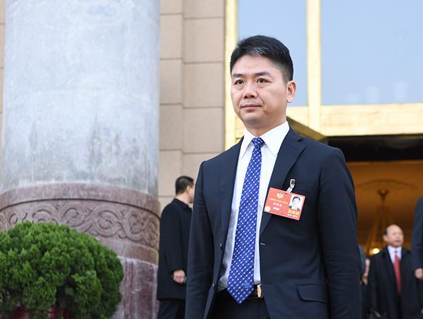 刘强东:遏制新官不理旧账 不亚于一次反腐败斗争
