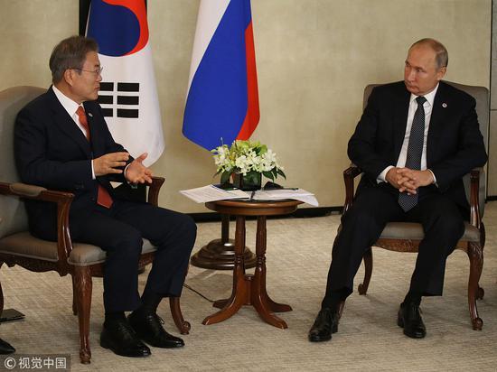 文在寅和美副总统在新加坡会晤 会晤前竟睡着了