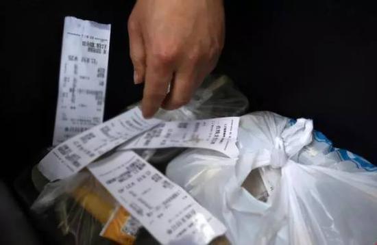 外卖战中的送餐小哥:撑起300亿市值 为碗面落泪的照片 - 4