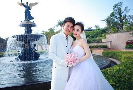 贾乃亮结束结婚纪念日打卡 李小璐哥哥出来回应