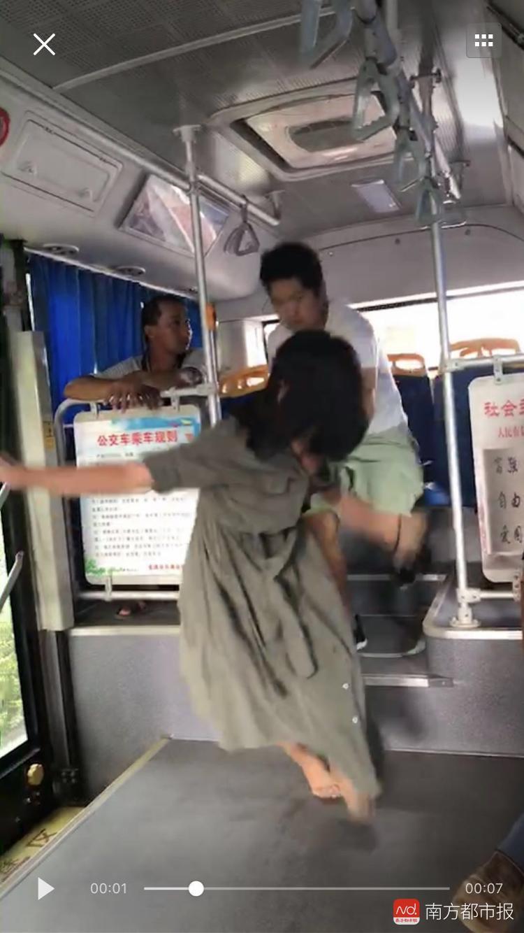 """广西公交事件尚未认定为猥亵 """"事实婚姻""""说引热议"""