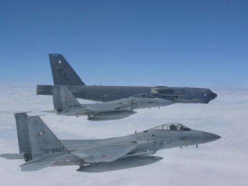 美日战机在钓鱼岛空域联合演练 意在挑衅中国