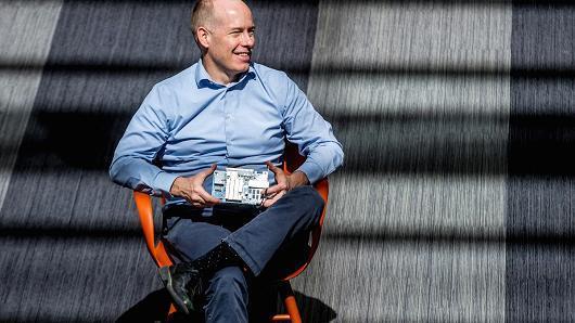 微软推出Brainwave项目 提供更快芯片吸引AI开发者