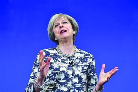 6月7日,英国保守党领袖特雷莎·梅和工党领袖科尔宾全力拉票。