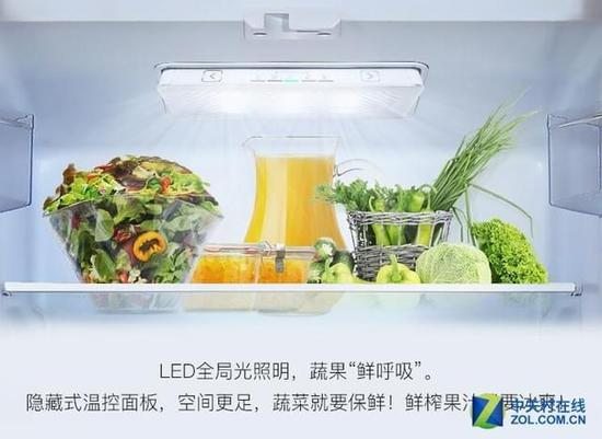 这款冰箱使用直冷式制冷方式,并拥有智能化霜功能,冰箱能够通过用户