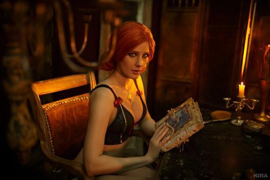 香艳场景大尺度! 《巫师3》特莉丝COS魔幻复古俄美女
