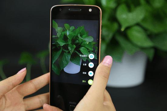 """靠外挂来""""重新定义手机""""? Moto Z模块化手机体验的照片 - 8"""