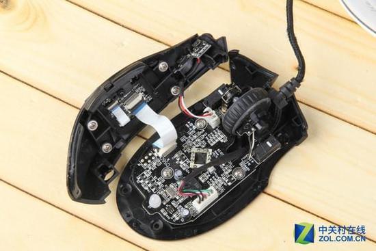 雷蛇那伽梵蛇游戏鼠标侧键电路板与底盘之间有两处
