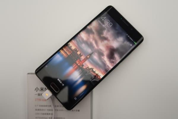 小米Note2双色图赏:精致双曲面屏的商务旗舰的照片 - 6