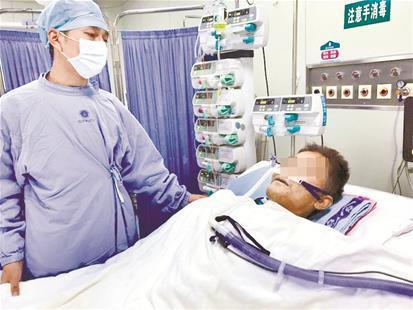 """45岁男子成功进行""""换心""""手术 救命心脏与台风赛跑"""