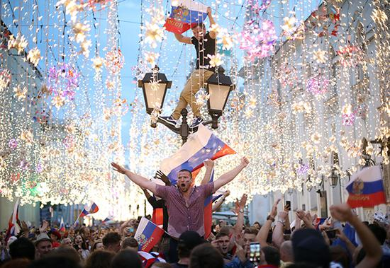 世界杯球票炒到10000刀 普通百姓2个月收入 俄球迷叫苦买不起