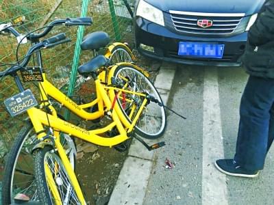 """加装私锁 共享单车成""""专车"""" 路人都说这种行为太自私了的照片"""