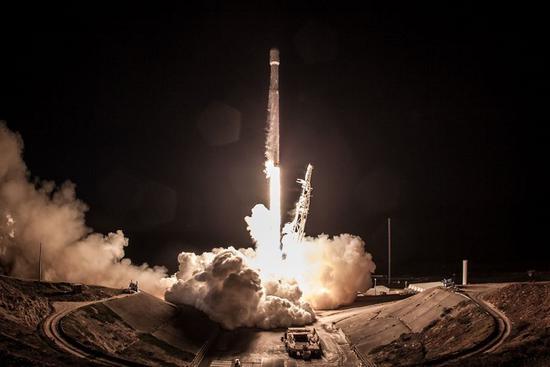 今年晚些时候,SpaceX或尝试在加州海岸回收一枚火箭