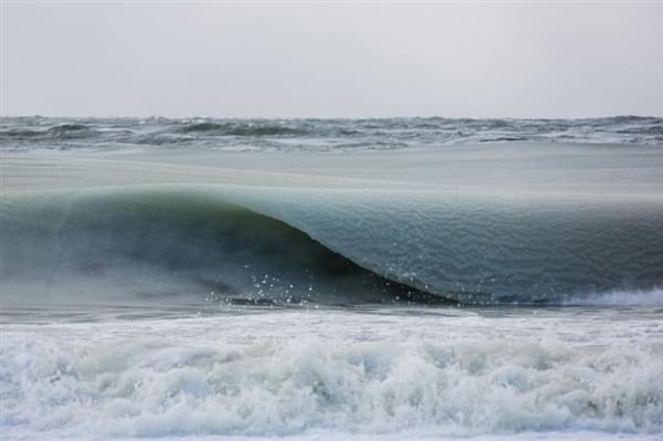 美国81年来最冷冬天:海浪都被冻上了的照片 - 4