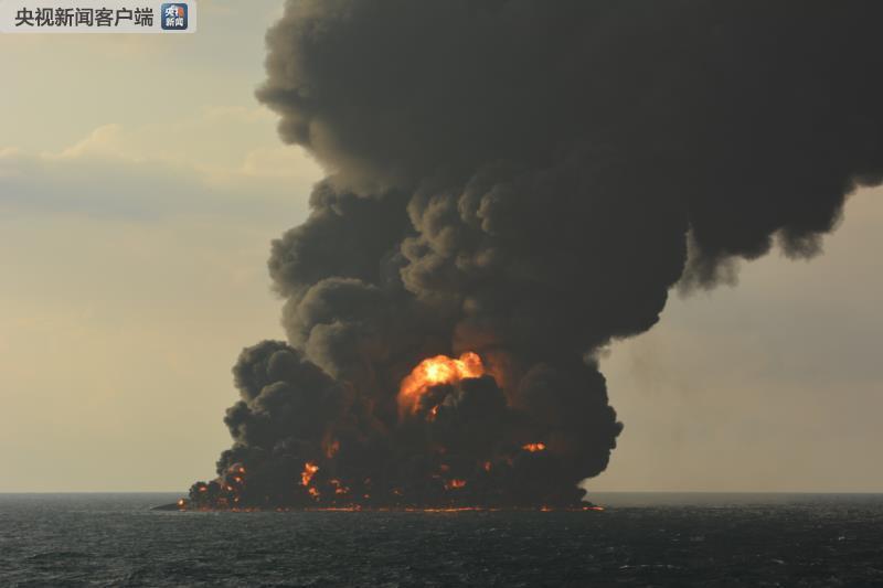 记者目击桑吉轮在火海沉没 形成10平方公里油污带