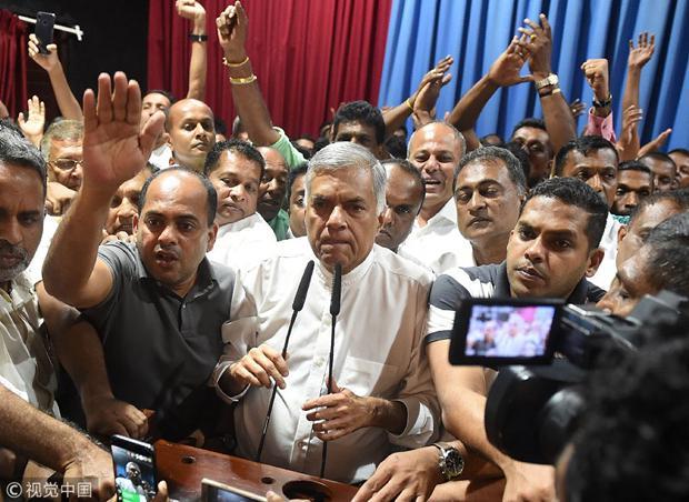 """印度邻国斯里兰卡总统""""炒掉""""总理 外媒又扯上中国"""