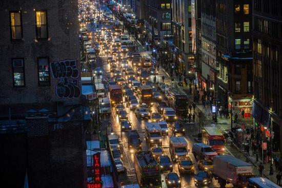 纽约市长白思豪(Bill de Blasio)试图限制优步在该市的汽车数量,优步应时掀起了反对运动(图片来源:Hiroko Masuike / 《纽约时报》)