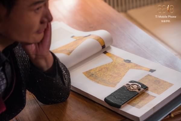 故宫推出贺岁版皇家奢华手机:售价19999元的照片 - 4