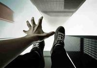 江西中学女生坠亡:事件起因竟是上课玩手机