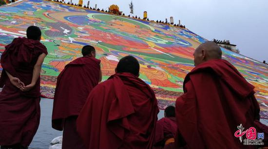"""西藏拉萨:雪顿节""""展佛"""""""