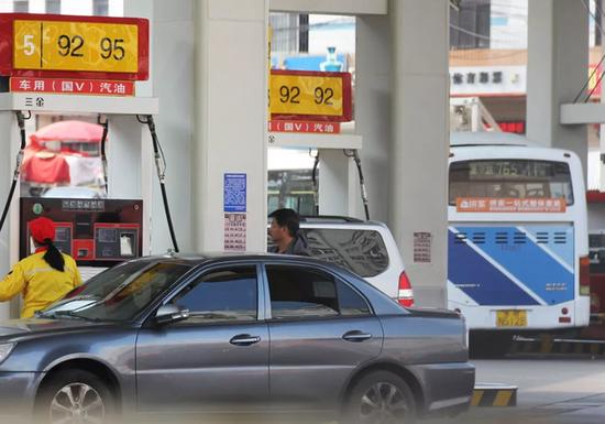 外国石油巨头入华 一箱油便宜80元?真相来了