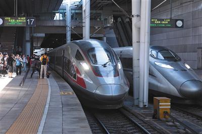京港高铁首日满员发车9小时抵达 44个车站直达香港