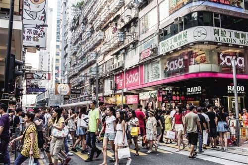 六福、周大福销量三年首现反弹 香港零售业见底复苏