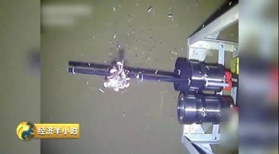 无人深潜器下到10895米