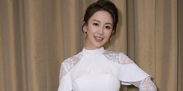 潘晓婷穿镂空长裙似仙女 曼妙身材显气质