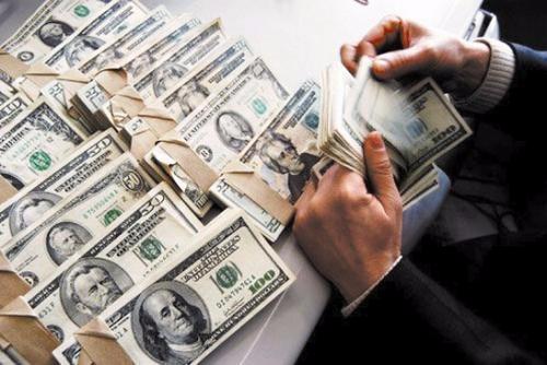 美政府将举债近万亿美元 举债成瘾或致经济衰退
